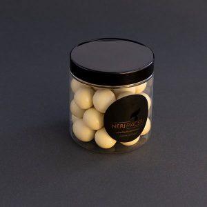 Noisettes enrobées de chocolat blanc