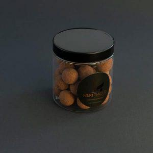 Noisettes enrobées de chocolat au lait enrobées de cacao